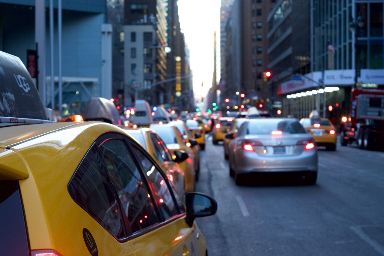 Jak wygląda praca taksówkarza i ile można zarobić?