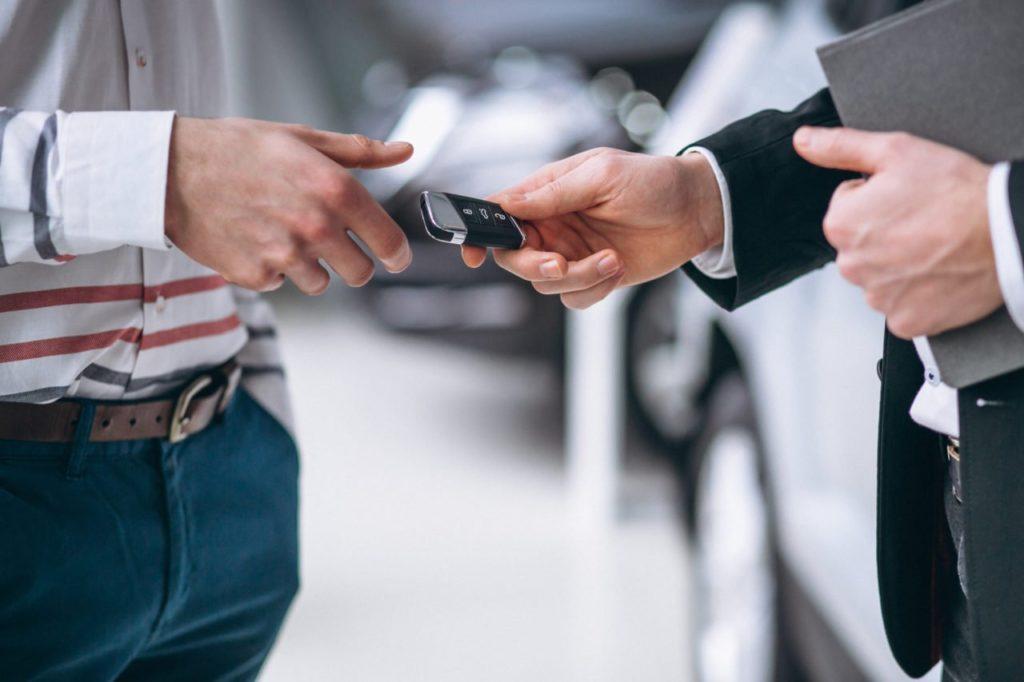 Jak korzystnie wynająć samochód w Krakowie?