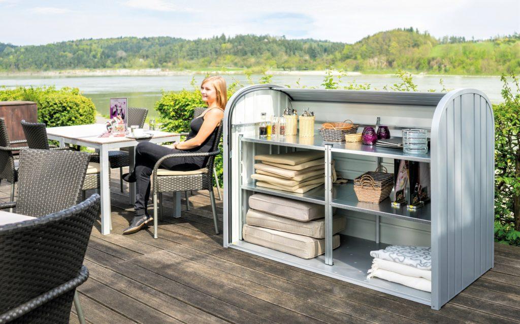 metalowy garaż ogrodowy o eleganckim wzornictwie upiększy Twój ogród