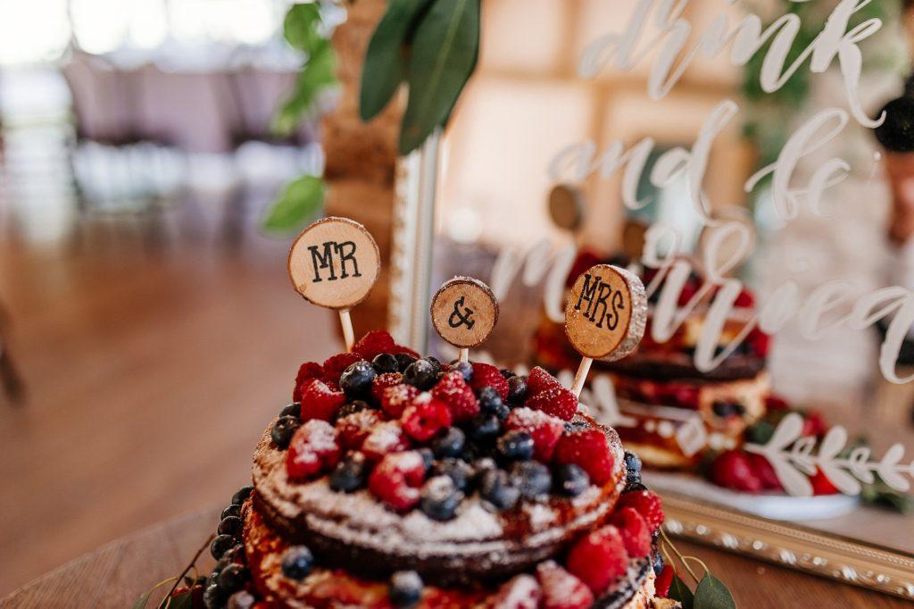 Toppery na tort: gotowe czy tworzone samodzielnie?