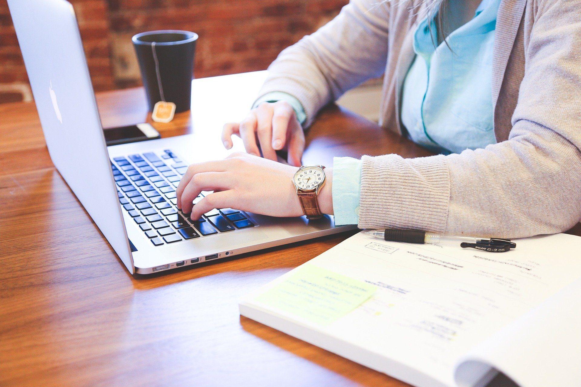 Laptopy do pracy. Sprawdź najlepsze urządzenia!